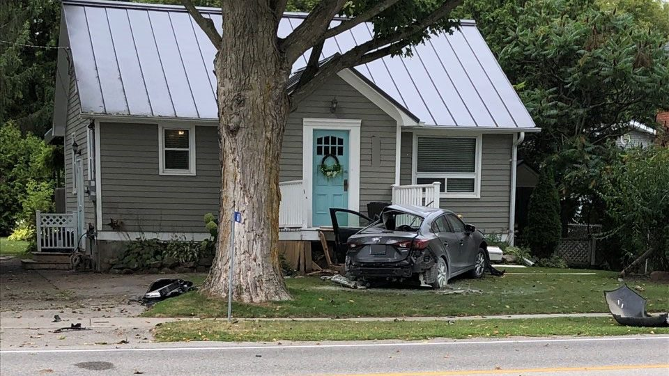 Strange Car Crashes Into Oshawa Home After Collision With Bus Download Free Architecture Designs Scobabritishbridgeorg