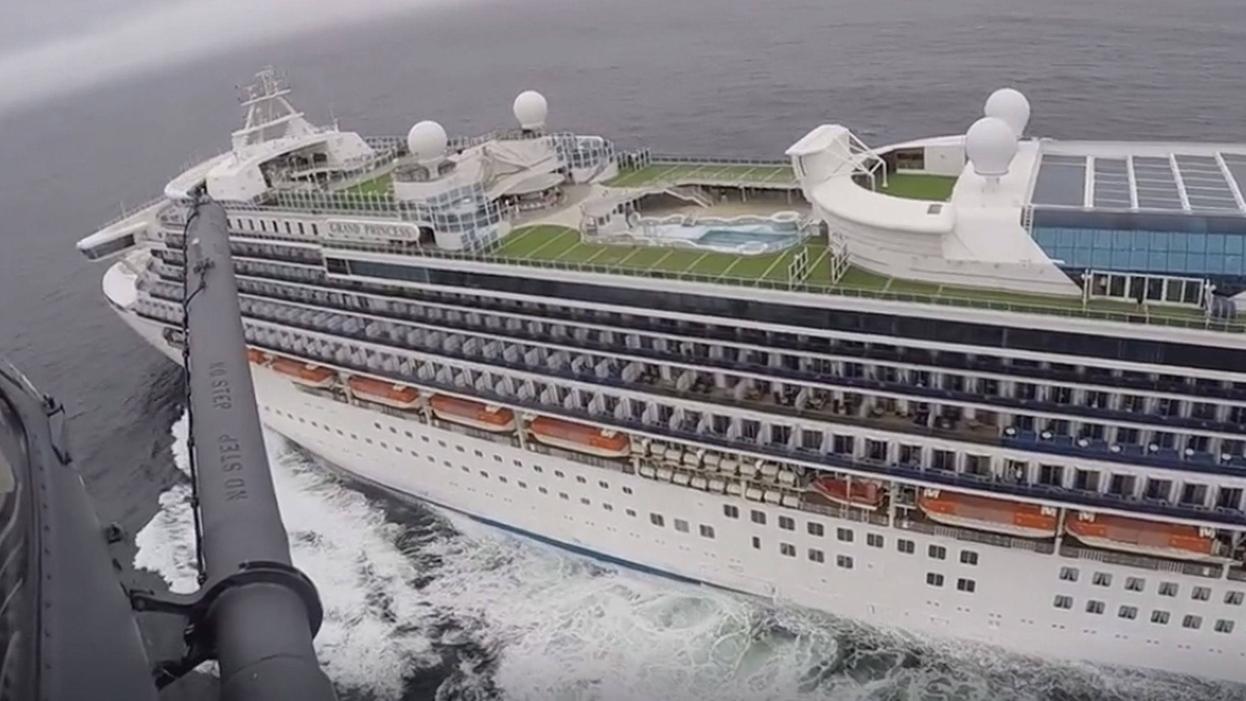State Department, CDC urge people not to travel on cruise ships