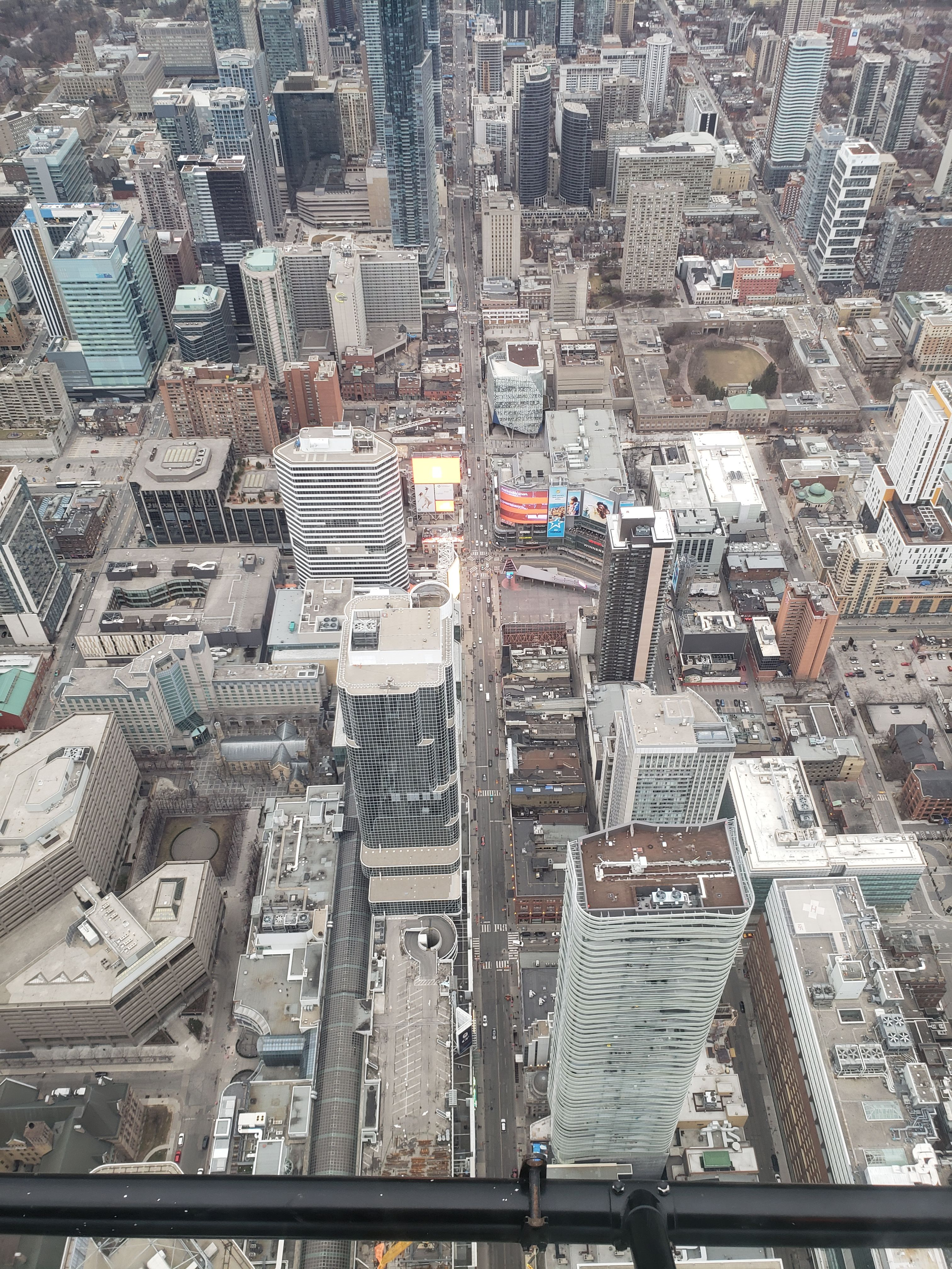 Chopper shots show Toronto's eerily quiet streets during ...