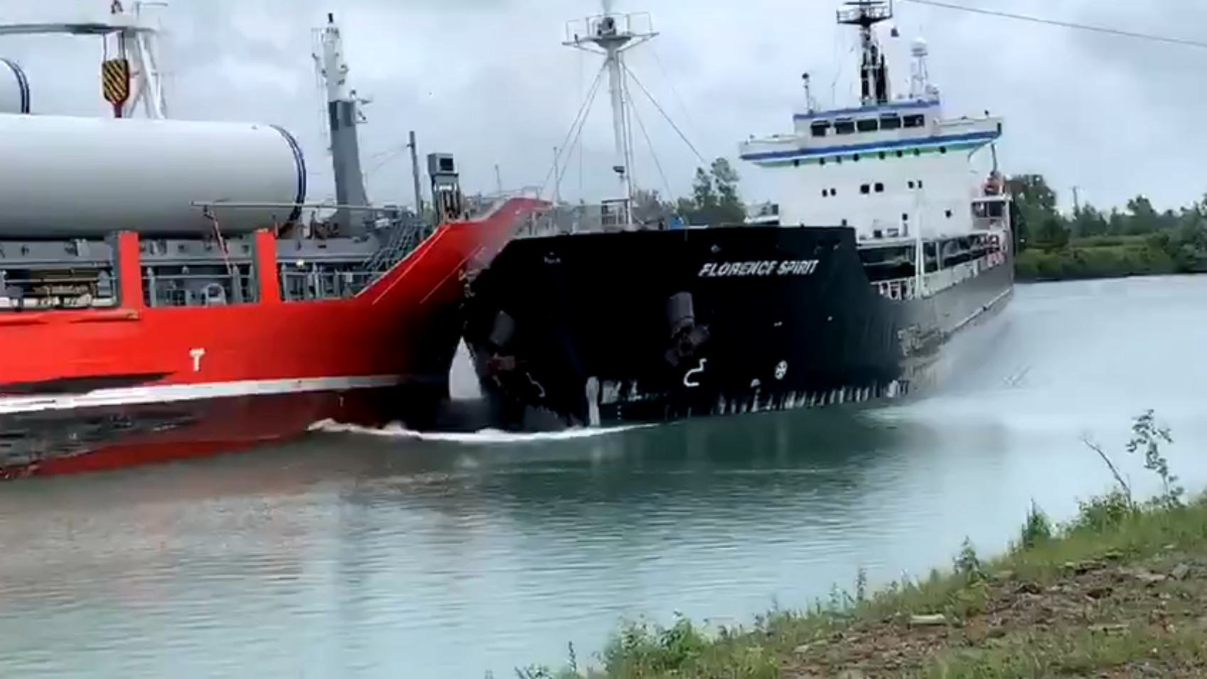 Dramatic collision between two vessels on Welland Canal caught on tape - CityNews Toronto
