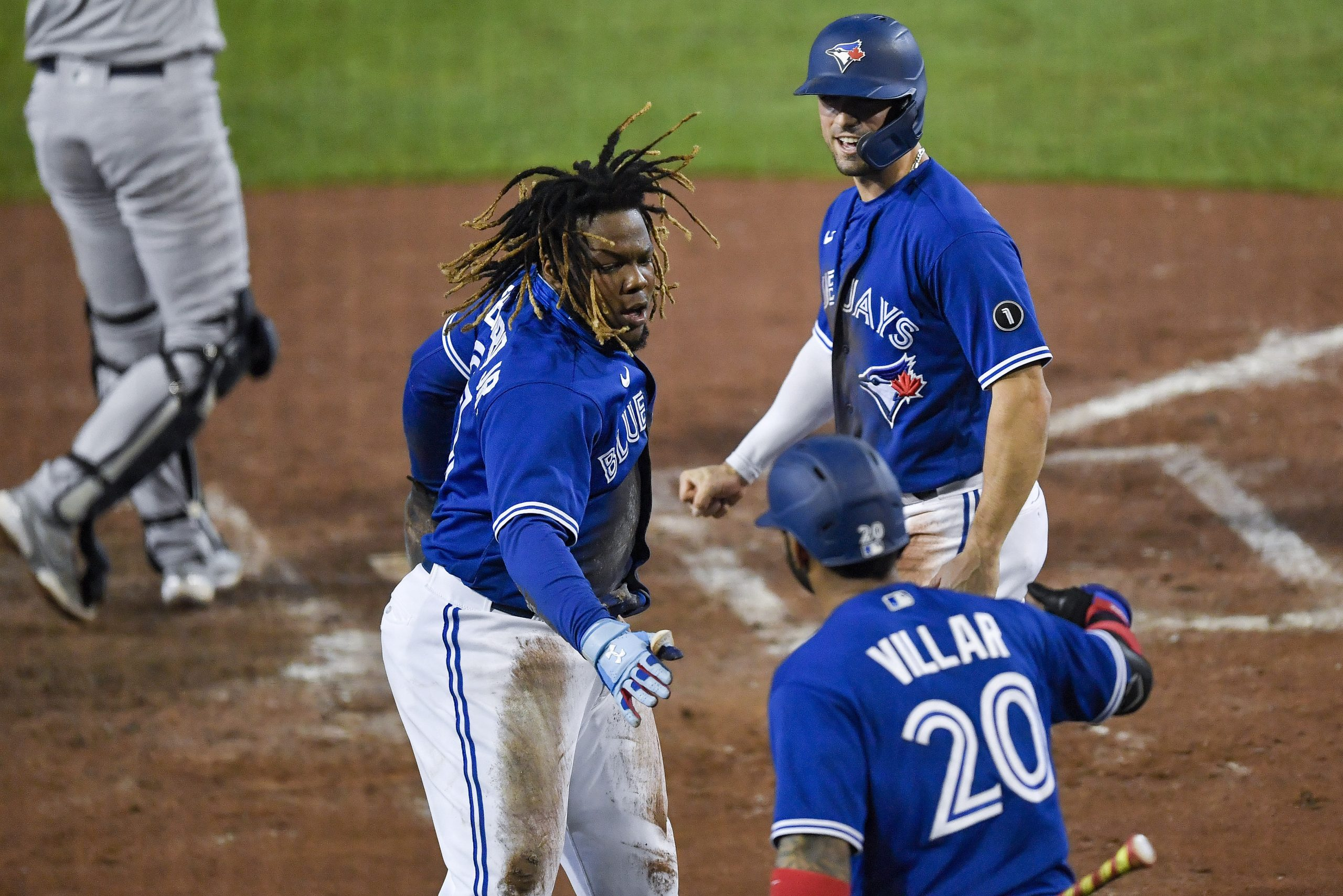 Blue Jays clinch 1st playoff berth since 2016