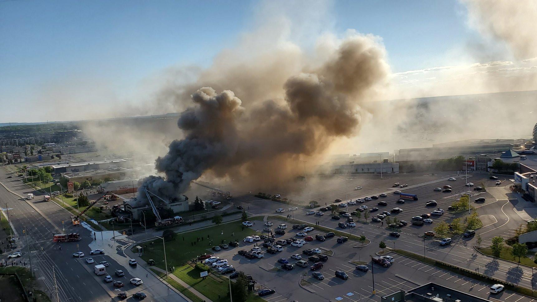 Fire crews battle 2-alarm blaze at Paramount Fine Foods restaurant in Mississauga - CityNews Toronto